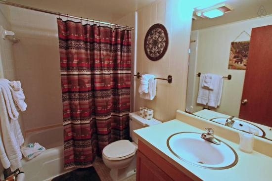 Brookside Resort Island Cottage Bathroom