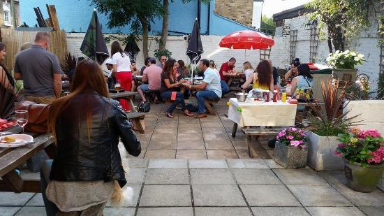 Bromley, UK: Pub Garden