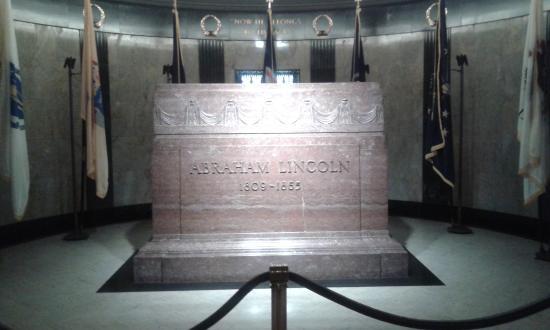 Oak Ridge Cemetery: Lincoln's entombment