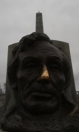 Oak Ridge Cemetery: good luck nose?