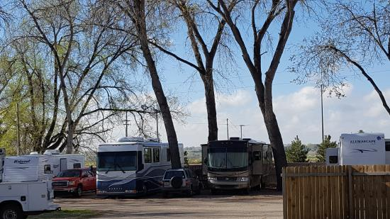 Loveland, CO: A major highway is right on the other side of the rv units. A continually hum of traffic.