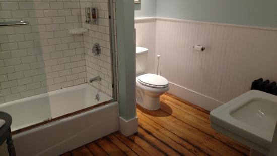 Giant bathroom!