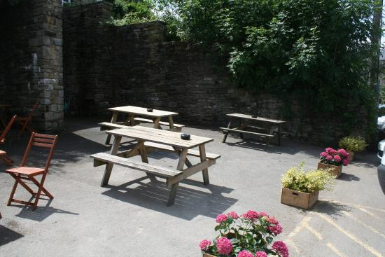 Elephant & Castle: Outside beer garden