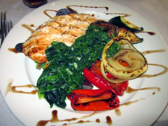Feasterville, PA: Chicken Griglia w/ sauteed spinach & grilled vegetables