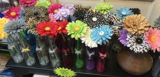 The Teacher Creature Store: Handmade flower pens! No more sticky taped pens!