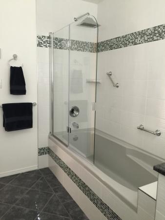 Prince George, كندا: Birch Room Shower