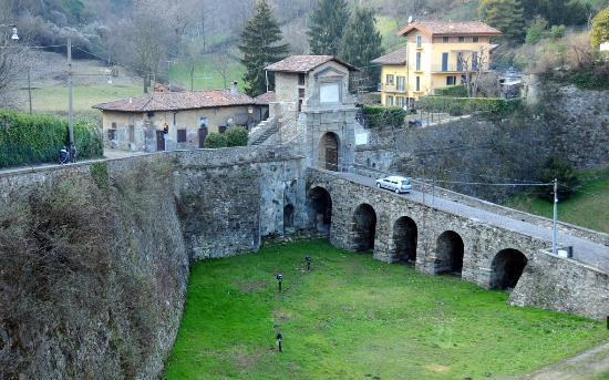 Porta garibaldi picture of la citta alta bergamo - Treno milano porta garibaldi bergamo ...