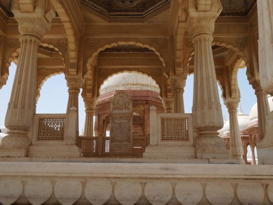 Gajner, India: vue d'un cénotapphe