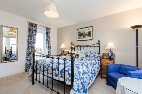 Avalon Lodge Bed & Breakfast: Haven - Newly Refurbished - King Sized Bed, Balcony, Separate Exclusive Private Bathroom