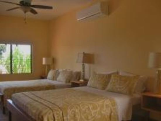 Punta Gorda, Belice: Room #5 with two queen beds
