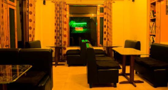 Hotel Greenwoods Inn