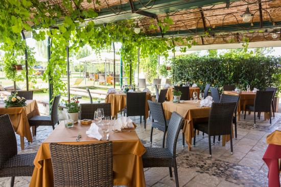 Salgareda, Italien: Veranda e Fontane
