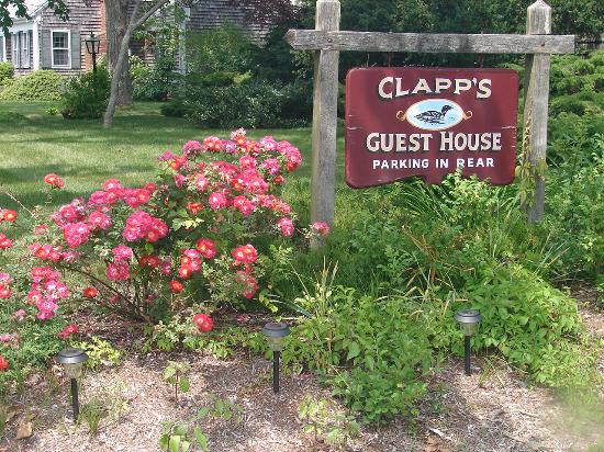 ‪‪Clapp's Guest House‬: A Welcoming Sign‬