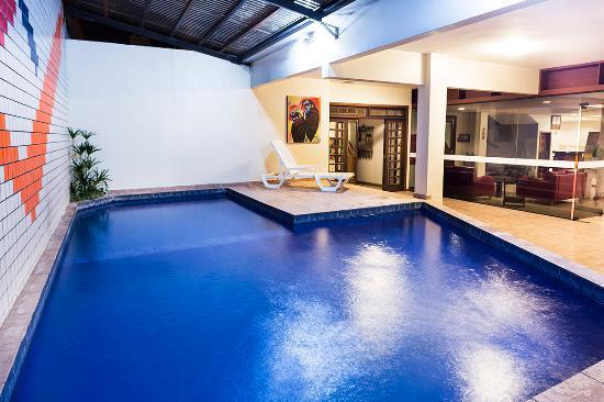 H hotel desde balneario camboriu brasil for Precio piscina climatizada