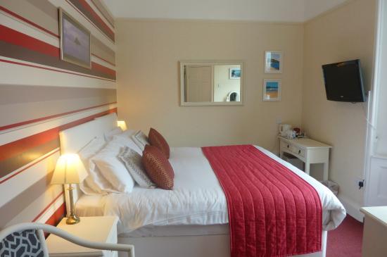Hotel Iona Torquay: Comfort & Style