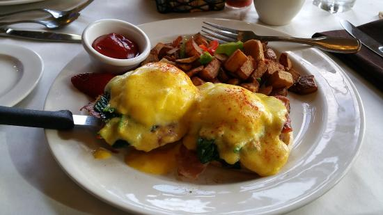 Tualatin, Oregón: Italian Eggs Benedict - yumm