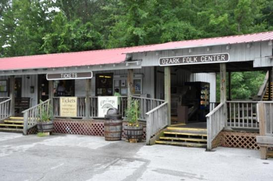 Mountain View, AR: Entrance to the Ozark Folk Center