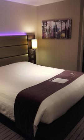 Premier Inn Leeds City West Hotel: 20160425_223946_large.jpg