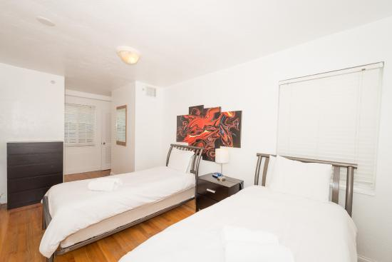 Courtyard Apartments: bedroom 3br