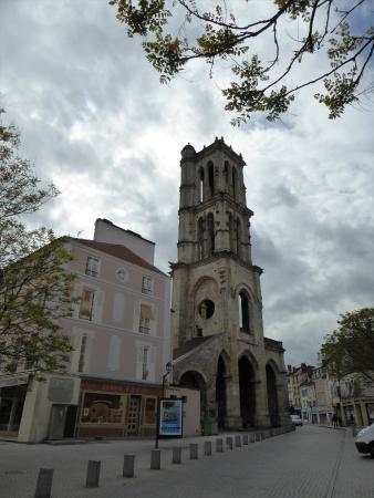 Mantes-la-Jolie, Francia: tour saint maclou à mantes la jolie