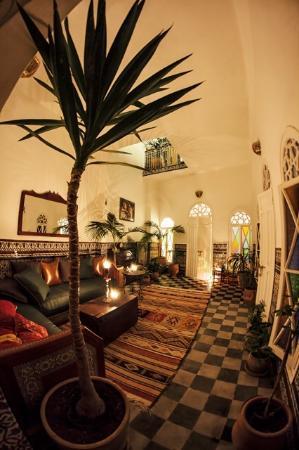 Dar nakhla naciria hotel tanger tanja maroc voir for Salon zen rabat tarifs