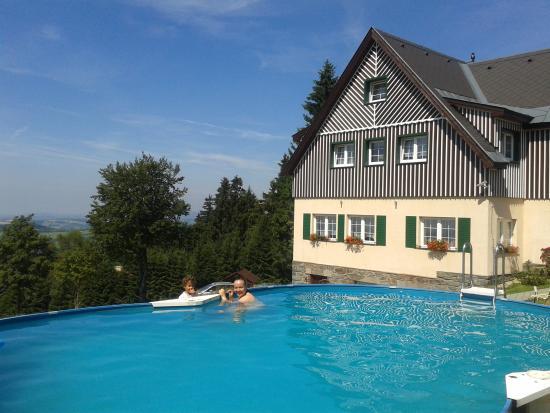 Benecko, República Checa: view from the pool