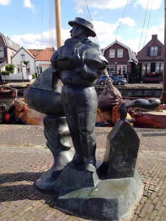Spakenburg, The Netherlands: Fisherman statue