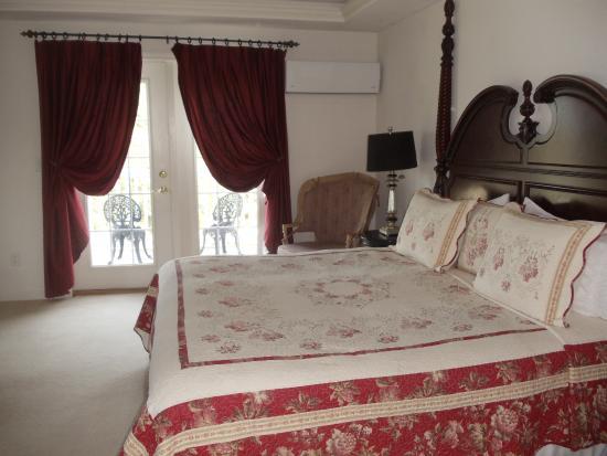 The Inn at Westwynd Farm: Spacious Trapper Room with balcony