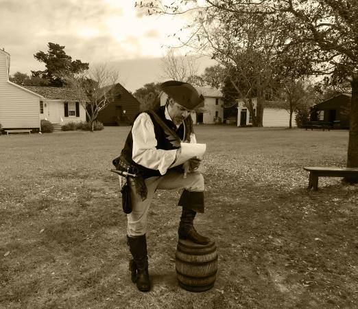 Beaufort, Carolina del Norte: Angus, Chronicler of Sea Captains and Kings