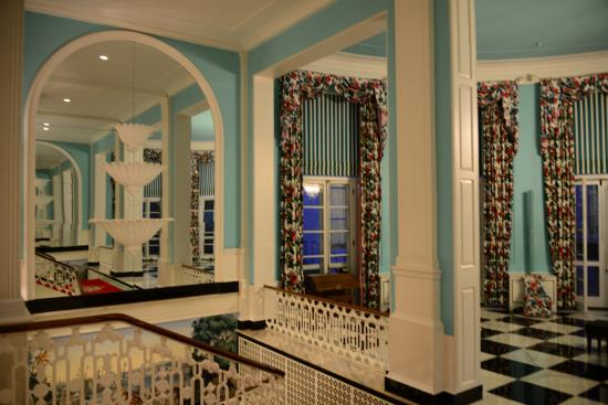 The Greenbrier: Mirrors give you a different effect