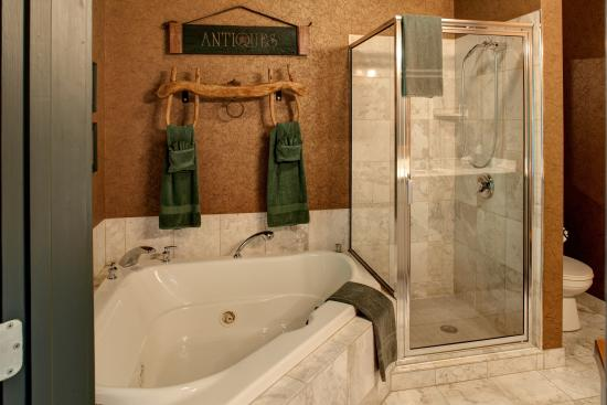 Ephrata, PA: Country Oak bath