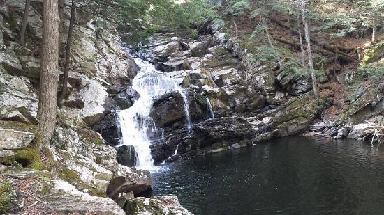 Dalton, MA: Wachonah Falls