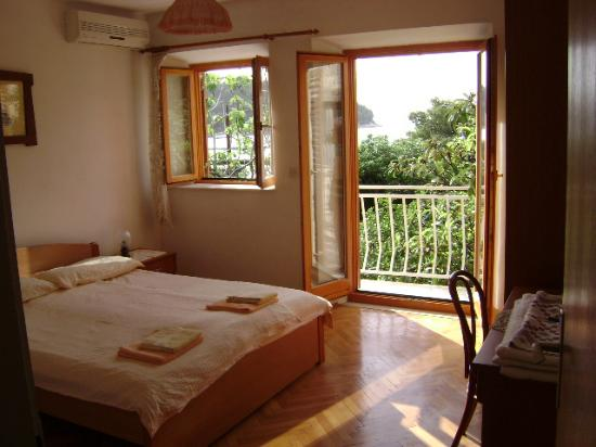 Villa Andro apartments: Room with balcony & sea view