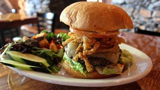 Mukilteo Lodge: Amazing Burgers!