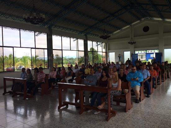 Valle del Cauca Department, โคลอมเบีย: Misa para todos los compañeros, dentro de las instalaciones del centro recreacional