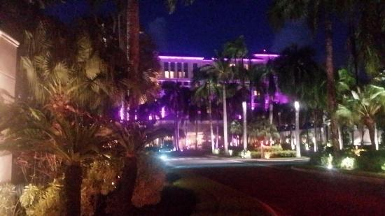 The Ritz-Carlton, San Juan: Blurry front of the hotel at night