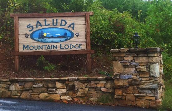 Saluda Mountain Lodge: Entry Sign