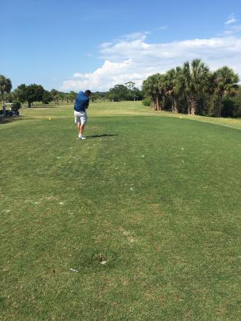 Seminole, FL: Played this course four time while we were in St. Petes and Redington  Beach. Great course and a