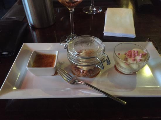 Vianen, Países Bajos: Zelfs bezuinigd op het dessert, bijna €9,- voor innie mini toetje. Cheese cake is droge hap.