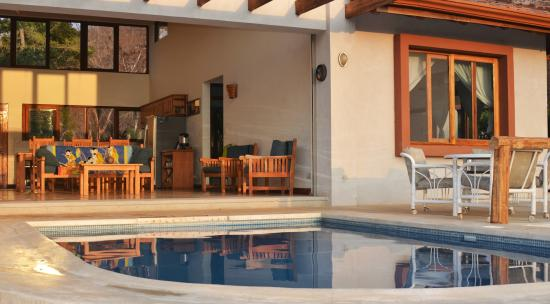 B&B Tranquilo : Great Room & Pool