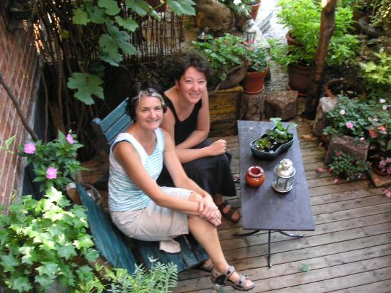 Le rayon vert: in the garden