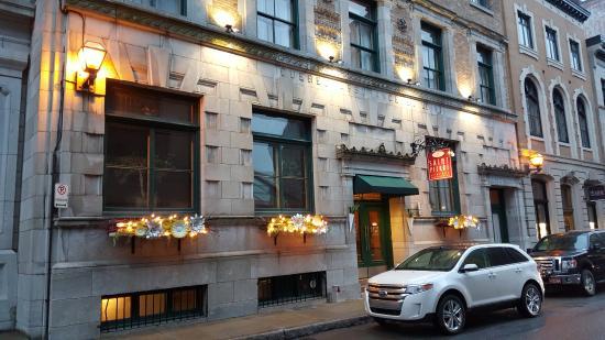 Le Saint-Pierre Auberge Distinctive: Devant l'hôtel