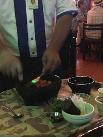 La Casa Country : Salsa being made at the table