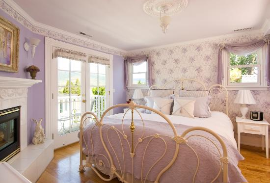 A Midsummer's Dream Bed and Breakfast: The Juliet room