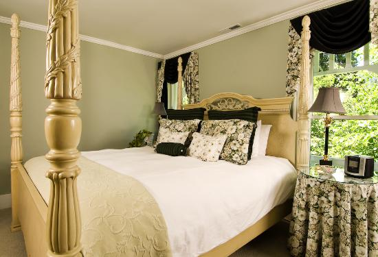 A Midsummer's Dream Bed and Breakfast: The Othello room