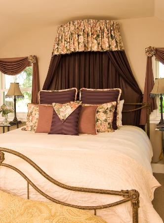 A Midsummer's Dream Bed and Breakfast: The Romeo room