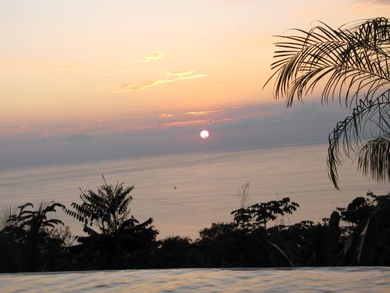 La Mariposa Hotel: Sunset from the infinity pool