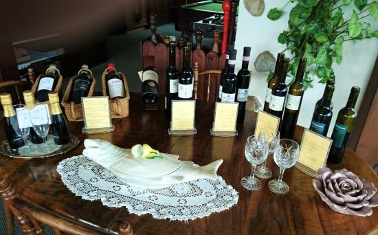 Зундлауенен, Швейцария: Sundlauenen - Beatus Hotel Restaurant - very nice presentation of wines