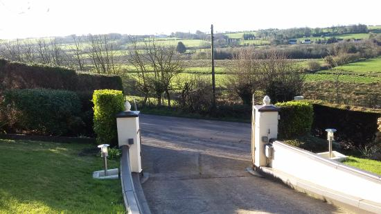 Ballinhassig, Ierland: View from the front of the house.