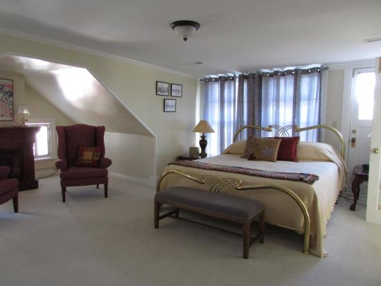 The Troy-Bumpas Inn Bed and Breakfast: Ethel Suite Bedroom